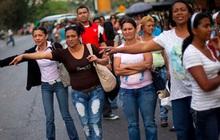 Người Venezuela được nghỉ làm thứ Sáu để... tiết kiệm điện