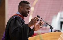 Bài phát biểu sửng sốt tại Stanford về định hướng thành công cho người trẻ: Bi kịch lớn nhất là một người trưởng thành sợ ánh sáng