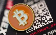 """Bitcoin và một loạt đồng tiền số đồng loạt lao dốc trước """"giờ G"""""""