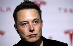 Elon Musk ghét bị so với Steve Jobs tới mức thà chết chứ không chịu mặc áo cổ lọ giống cựu CEO này