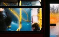 Có những người giống như là xe bus: Họ đến chậm bạn phải chờ, bạn đến chậm họ đi luôn