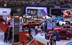 Xe ô tô con về Việt Nam giảm thấp kỷ lục