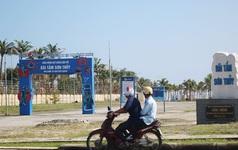 Biển Đà Nẵng bị bịt kín bởi resort, người dân mòn mòi đợi mở lối đi xuống biển