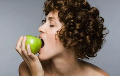 Chăm chỉ ăn những loại quả này mỗi ngày, chúng sẽ loại bỏ nếp nhăn trên khuôn mặt, giúp bạn trẻ lâu bất ngờ