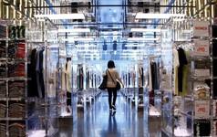 Uniqlo thay thế 90% nhân công bằng robot tại kho hàng ở Tokyo, Nhật Bản