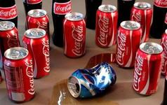 """Đòn trả thù kinh hoàng của Coca-Cola: Thâu tóm 18 nhà máy đóng chai Pepsi, sơn đỏ 4.000 xe chở hàng và hàng chục ngàn điểm phân phối, """"xóa sổ"""" Pepsi khỏi Venezuela chỉ trong 1 ngày"""