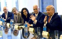 """Tổng thống Trump muốn """"mượn"""" nhân lực công nghệ cao từ Amazon, Google và Microsoft"""