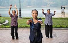 Tờ báo kinh tế hàng đầu thế giới bày tỏ lo ngại 'Việt Nam chưa giàu đã già'