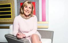 Nữ nhân viên chui gầm xe để đánh giá thiệt hại trở thành CEO công ty bảo hiểm, tăng trưởng vượt mặt hai ông lớn Apple và Microsoft