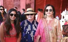 'Chịu chơi' như tỷ phú giàu nhất châu Á: Chi 100 triệu USD tổ chức đám cưới 'thế kỷ' cho con gái, mời cả bà Hillary Clinton và ca sỹ Beyonce đến dự