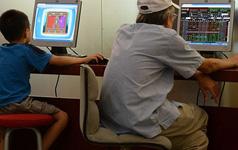 Bloomberg: Cổ phiếu thị trường Việt Nam sẽ tỏa sáng