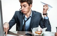 """Nhân viên """"lầy"""" nhất thế giới: đến công ty chỉ lướt Reddit và xem video mèo, lương hàng năm vẫn cả trăm ngàn USD"""