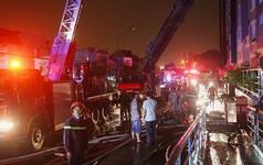 Cận cảnh hiện trường tan hoang sau vụ cháy chung cư Carina Plaza khiến 13 người chết
