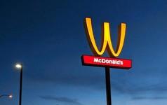 Ngày 8/3, McDonald's tôn vinh phụ nữ bằng cách… lật ngược logo