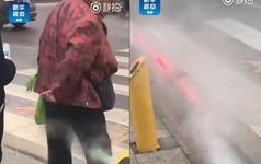 Trung Quốc lắp đặt máy phun sương, tự động xịt ướt quần người đi bộ sai luật
