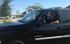 Anh chàng làm truyền thông kiếm 1,5 triệu USD mỗi năm chia sẻ lý do 14 năm trời đi xe cũ mà vẫn thoải mái