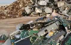 Một tấn điện thoại hỏng chứa lượng vàng nhiều gấp 80 lần tại mỏ khai thác