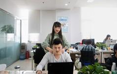 Nghề lập trình hot nhưng lại quá vất vả, các công ty công nghệ Trung Quốc đua nhau tuyển nữ nhân viên massage thư giãn cho các coder, lương gần 1000 USD/tháng