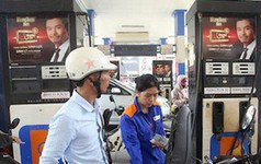 Bộ Tài chính đòi tăng thuế xăng dầu, chuyên gia kêu sửa Nghị định 83