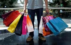 Tín dụng tiêu dùng đang chuẩn bị đẩy người Mỹ vào vũng lầy cách đây 10 năm ra sao?