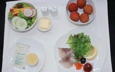 Vietnam Airlines cải thiện suất ăn trên máy bay, bắt đầu bổ sung vải thiều, tương lai sẽ thêm nhãn lồng