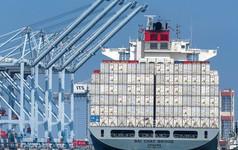 """Chứng khoán châu Á """"đỏ lửa"""" vì chiến tranh thương mại, cổ phiếu ZTE lao dốc hơn 20%"""
