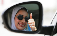 Saudi Arabia chính thức bỏ lệnh cấm nữ giới lái xe