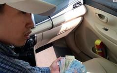 Tài xế taxi tráo 500 ngàn thành 20 ngàn sẽ bị xử lý thế nào?