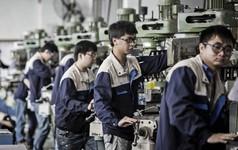 Bị ảnh hưởng bởi chiến tranh thương mại và nỗ lực giảm nợ, kinh tế Trung Quốc mất đà, đầu tư giảm xuống mức thấp kỷ lục