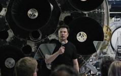 """Elon Musk: """"Chắc tôi cũng sẽ bay lên Mặt trăng"""""""