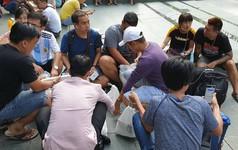 Vừa mua được iPhone XS và XS Max, dân buôn Việt Nam bán lại máy với giá gốc vì sợ lỗ