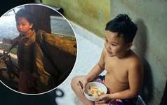 Món quà đầu năm học mới dành cho cậu bé hằng đêm nhặt ve chai đến 3 giờ sáng ở Sài Gòn