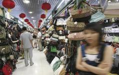 Vì sao chiến tranh thương mại Mỹ Trung càng leo thang, các chủ shop hàng giả, hàng nhái ở Bắc Kinh càng kiếm đậm, thu nhập tới hàng nghìn USD mỗi tháng?