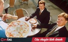 Xin nghỉ việc vì bị sếp bắt cắt tóc gọn gàng, đeo cà vạt, chàng trai này chọn đi rửa bát tại nhà hàng, sau đó trở thành ông chủ chuỗi Pizza Express nổi tiếng toàn thế giới