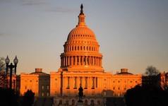 Hai đảng bất đồng, chính phủ Mỹ chính thức đóng cửa