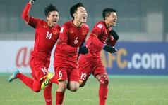Người Việt chen chân mua cờ , áo cổ vũ đội tuyển U23 Việt Nam