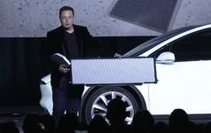 Người đời từng cười tính năng phòng vệ vũ khí hóa học của xe Tesla là vớ vẩn, nhưng thực tế chứng minh họ sai lầm