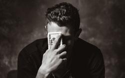 Lòng tham giống như ngọn lửa, nếu không kiềm chế sẽ cháy cả sự nghiệp: 4 loại tiền có chết bạn cũng đừng tham!