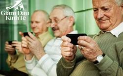 Ông lão 103 tuổi mỗi ngày đều lên mạng học và chia sẻ bí quyết vui vẻ sống lâu của mình là... điện thoại di động