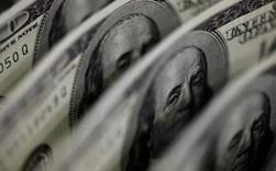 Bloomberg: Từ 'hầm trú ẩn an toàn', đồng USD trở thành khoản đặt cược không thể thiếu với nhà đầu tư