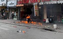 Quán lẩu ếch ở Hà Nội bất ngờ bốc cháy ngùn ngụt, người đi đường sợ hãi chứng kiến từ xa