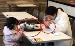 Hai mẹ con ngồi ăn ở khu dịch vụ, người qua đường chụp ảnh tung lên mạng, dân tình đồng loạt bày tỏ: Quá lo lắng cho tương lai của đứa trẻ