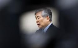 Con gái lớn ngồi tù vì bắt cả một chuyến bay quay đầu, con gái út hắt nước vào mặt nhân viên, vợ bị bắt giữ vì tấn công cấp dưới, giờ thì chủ tịch Korean Air phải hầu toà vì tội tham ô