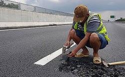 Cao tốc 34.000 tỷ vừa thông xe đã hỏng: Tấm áo vá trị giá tỷ đô