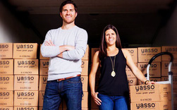 Hai doanh nhân trẻ tạo ra thương hiệu trị giá 100 triệu USD nhờ một chiếc que cắm vào hộp sữa chua