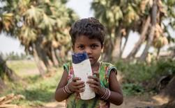 Chùm ảnh: Sự khác biệt về những món đồ chơi của trẻ em nghèo và trẻ em có điều kiện sống tốt khiến ai cũng xót xa