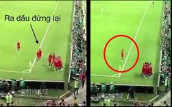 """Lý giải về cầu thủ Anh bị bắt đứng """"trông sân"""" không được ra ăn mừng - Nếu tất cả cùng chạy ra, Tunisia sẽ được tấn công và ghi bàn luôn trong phút cuối"""