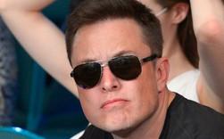 Sau nhiều nỗ lực làm siêu anh hùng của Elon Musk, một cổ đông lớn của Tesla van nài ông hãy kiềm chế sao nhãng và tập trung vào công việc