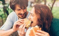 Khoa học đã chứng minh: Yêu đương sẽ khiến con người ta trở nên béo hơn