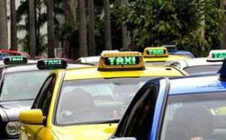 """Taxi Hà Nội sẽ có """"màu áo"""" riêng, taxi """"dù"""" hết đường sống?"""
